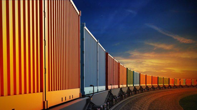 Container auf einem Zug.